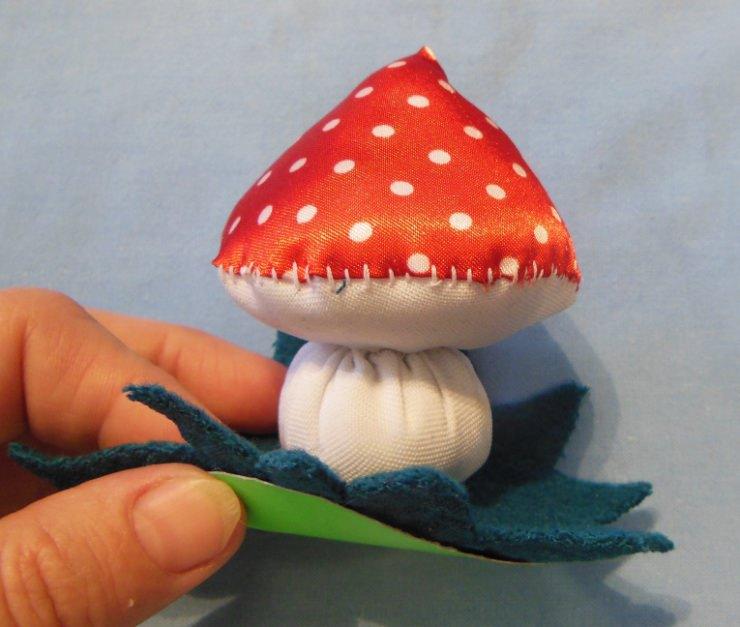 Поделка гриб мухомор из ткани